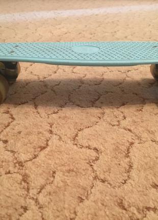Оригинальный Penny board (пенни борд) со светящимися колёсами