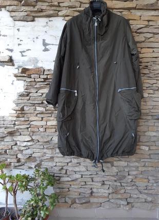 Очень стильная удлинённая с карманами болотного цвета куртка б...