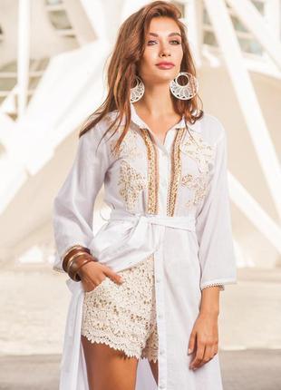 Длинная платье-рубашка из хлопка с вышивкой золотом и стразами...