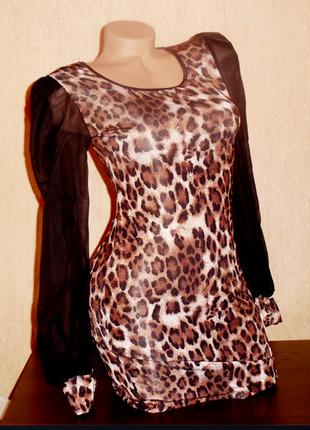 Платье мини с длинными модными прозрачными рукавами и леопардо...