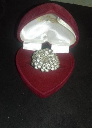 Женское серебряное кольцо.