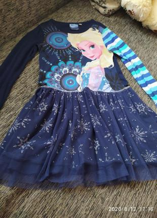Очень красивое платье с эльзой холодное сердце