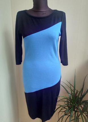 Интересное приталенное платье