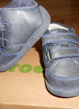 Продам детскую обувь.На мальчика.Кожа.18-й размер.