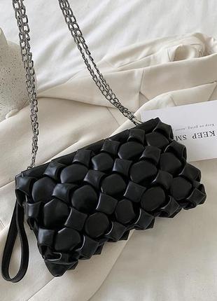 Сумка клатч на цепочке чёрная плетёная