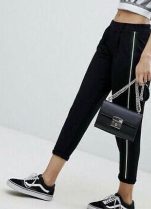 Брюки штаны чёрные спортивные с лампасами полоской сбоку