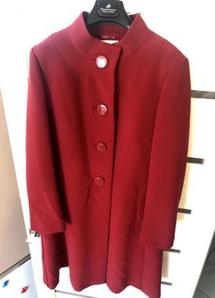 Элегантное красное пальто воротник стойка бардо  трапеция перв...