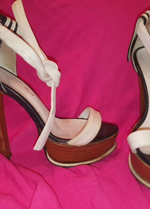Босоножки на высоком каблуке 23 см 35 размер белые кожаные Италия