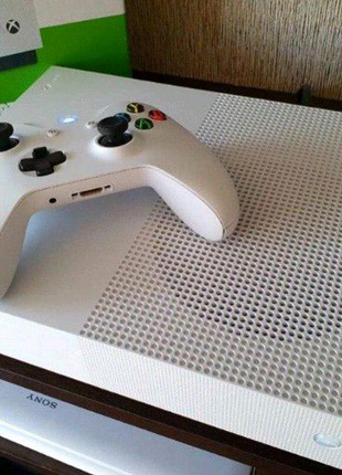Продам Xbox One S all digital edition 1 TB