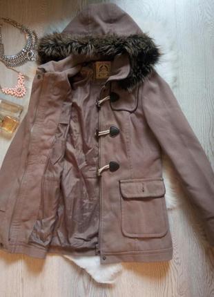 Кофейное беж пальто деми с капюшоном мехом длинное с карманами...