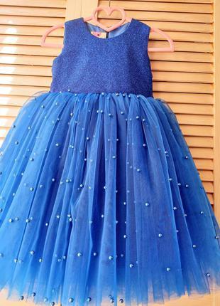 Нарядное пышное платье с бусинками