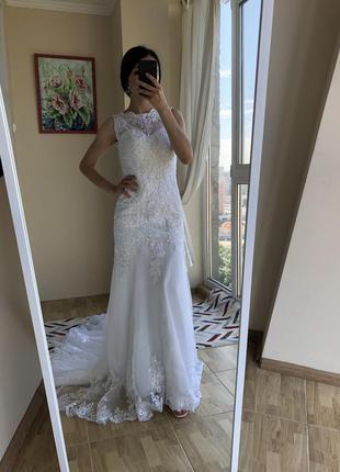 Свадебное платье рыбка со шлейфом, кружевом, расшитое бисером