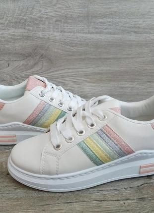 Стильные кроссовки кеды на платформе