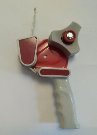 Деспенсер, скотчевалка, устройство для поклейки скотча.
