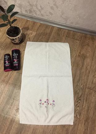 Полотенце с вышитыми цветами ,45 х 80 см .полотенце для ванной