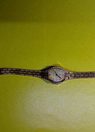Часы женские ЛУЧ с браслетом не на ходу.