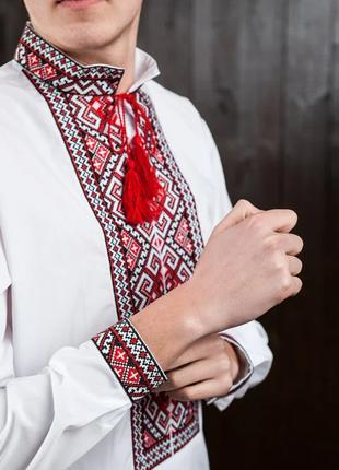 Мужская  вышиванка красная