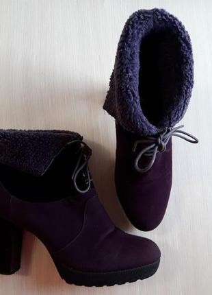 Ботинки на устойчивом каблуке golderr