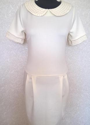 Платье-футляр с декорированным воротничком