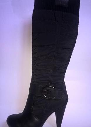 Чёрные демисезонные сапоги на каблуке