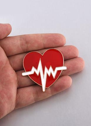 Брошь медицинская «Сердце с электрокардиограммой»