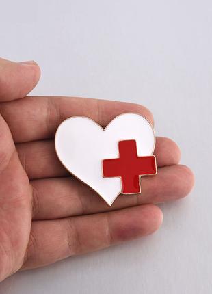 Брошь медицинская «Сердце с медицинским крестиком»