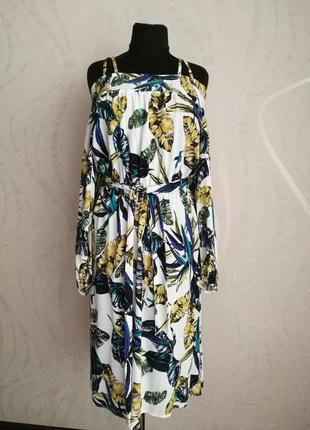 Вискозное платье,открытые плечи,длинный рукав