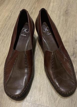Кожаные туфли на низком каблуке