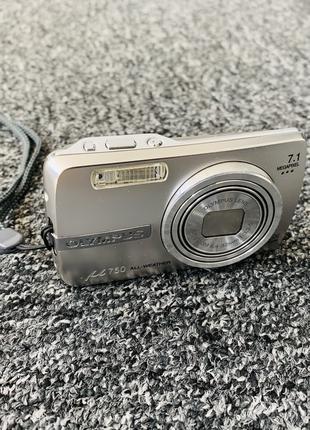 Цифровой фотоаппарат Olympus M750