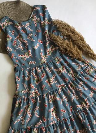 Голубое платье в цветочный принт