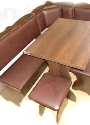 Продам Уголок кухонный с раскладным столом и двумя табуретками.