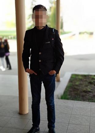 Школьный черный костюм на мальчика