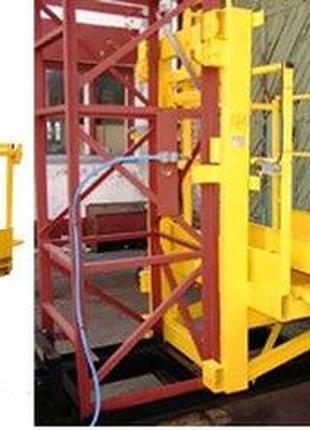 Н-47 м, 1 тонна.  Мачтовый подъёмник для подачи стройматериалов.