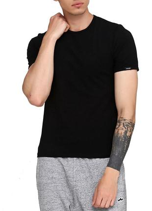 Мужская хлопковая черная эластичная однотонная футболка cornet...
