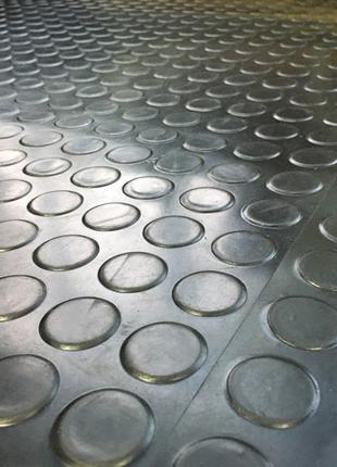 Резиновое напольное покрытие в рулонах