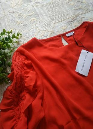 Красная нарядная блуза