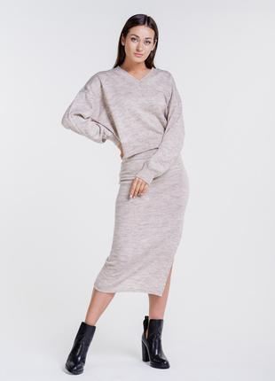 Женский вязаный костюм с юбкой карандаш и свободным пуловером