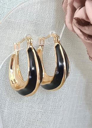 Серьги  кольца с черной эмалью.