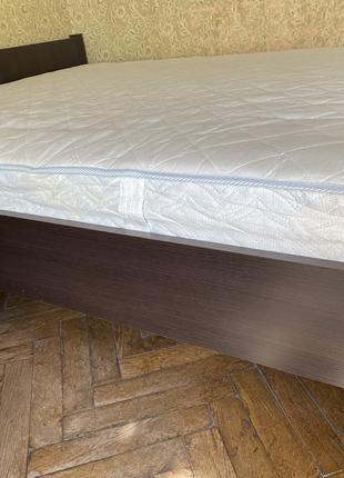 Кровать, матрас, две тумбочки