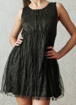 Черное платье без рукавов , с сеткой с золотыми вкраплениями