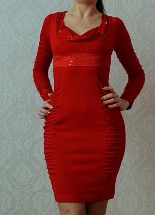 Красное платье с длинным рукавом сетка