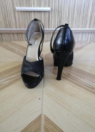 Босоножки туфли черные на каблуке. 25.5см