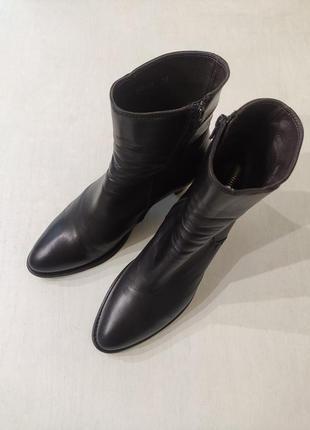 Vero cuoio. италия! чёрные кожаные демисезонные ботинки на уст...