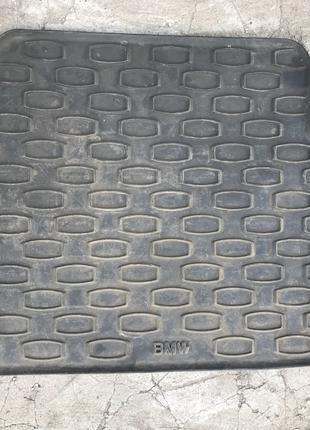 Оригинальные задние коврики на БМВ е39 bmw e39