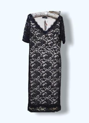 Черное кружевное платье на телесный подкладке