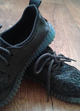 Кроссовки на мальчика 30 размер с светящейся подошвой