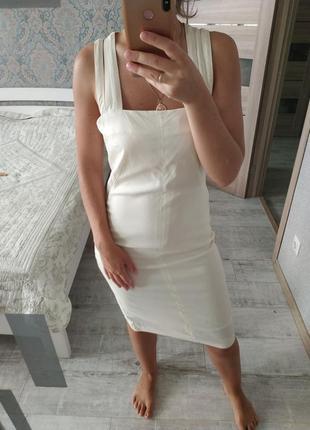 Шикарное платье миди молочного цвета