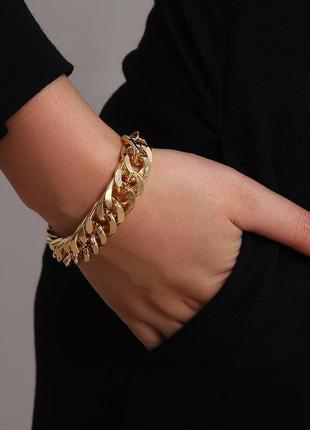 Массивный цепной женский браслет с крупными звеньями золотой