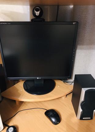 Стол угловой компьютерный вместе с компьютером