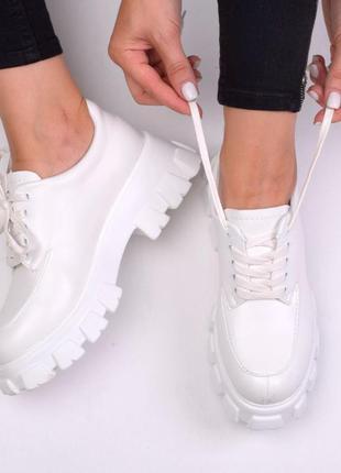 Туфли белые трактор
